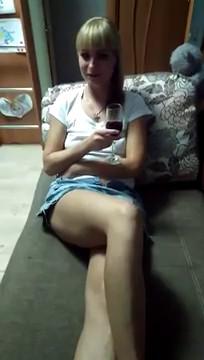 Пьяная подруга.mp4 (Домашнее/Любительское) - скачать на мобильный телефон